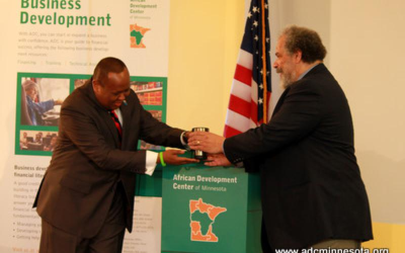 Hussein Samatar gives William Green a token of appreciation